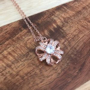 Jewelry - Rose gold toned silver necklace